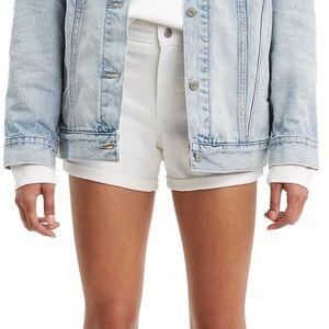 🍄Levi's® mid length shorts